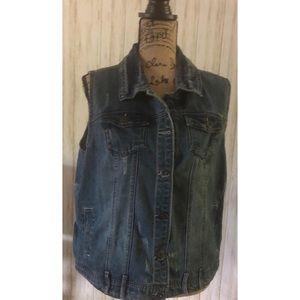 🌼 3 for $10 Ashley Stewart Distressed Vest